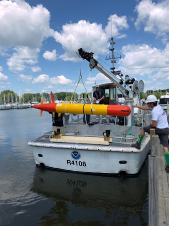 Loading the AUV