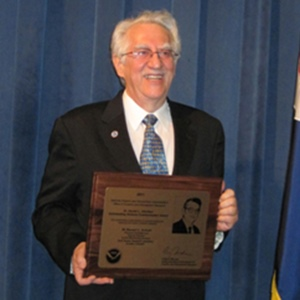 Russell Schnell Wins NOAA Science Communicator Award