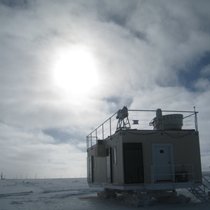 Thin, low Arctic clouds played an important role in the massive 2012 Greenland ice melt