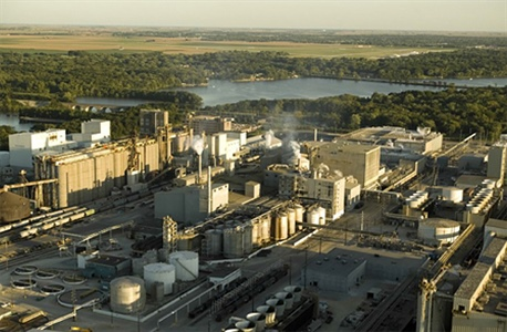 Quantifying the emissions from a large ethanol refinery