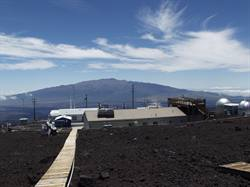 Photo of NOAA's Mauna Loa Observatory